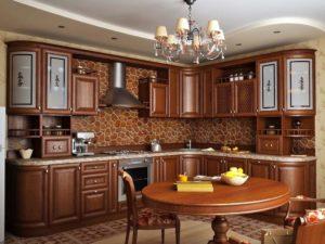 Классическая кухня из натурального дерева