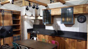 Классическая кухня с элементами ковки