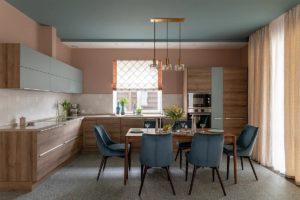 Кухня из дерева в современном стиле