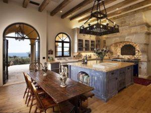 Кухня из массива дерева в средиземноморском стиле