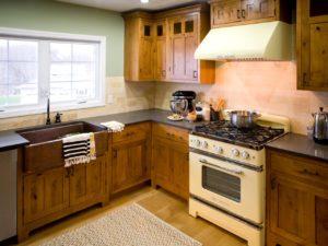 Кухня рустик из массива дерева