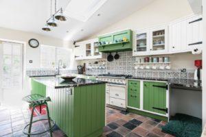 Кухня в деревенском стиле кантри