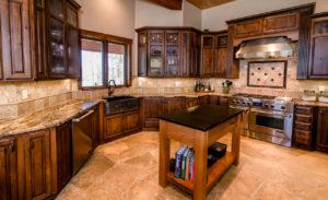 Кухня в стиле рустик из натурального дерева