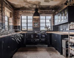 Кухня в стиле рустик с элементами состаренности