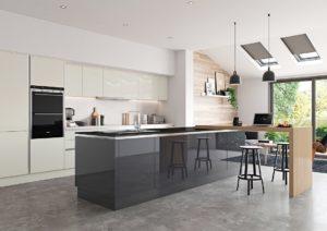 Удобная просторная кухня в немецком стиле