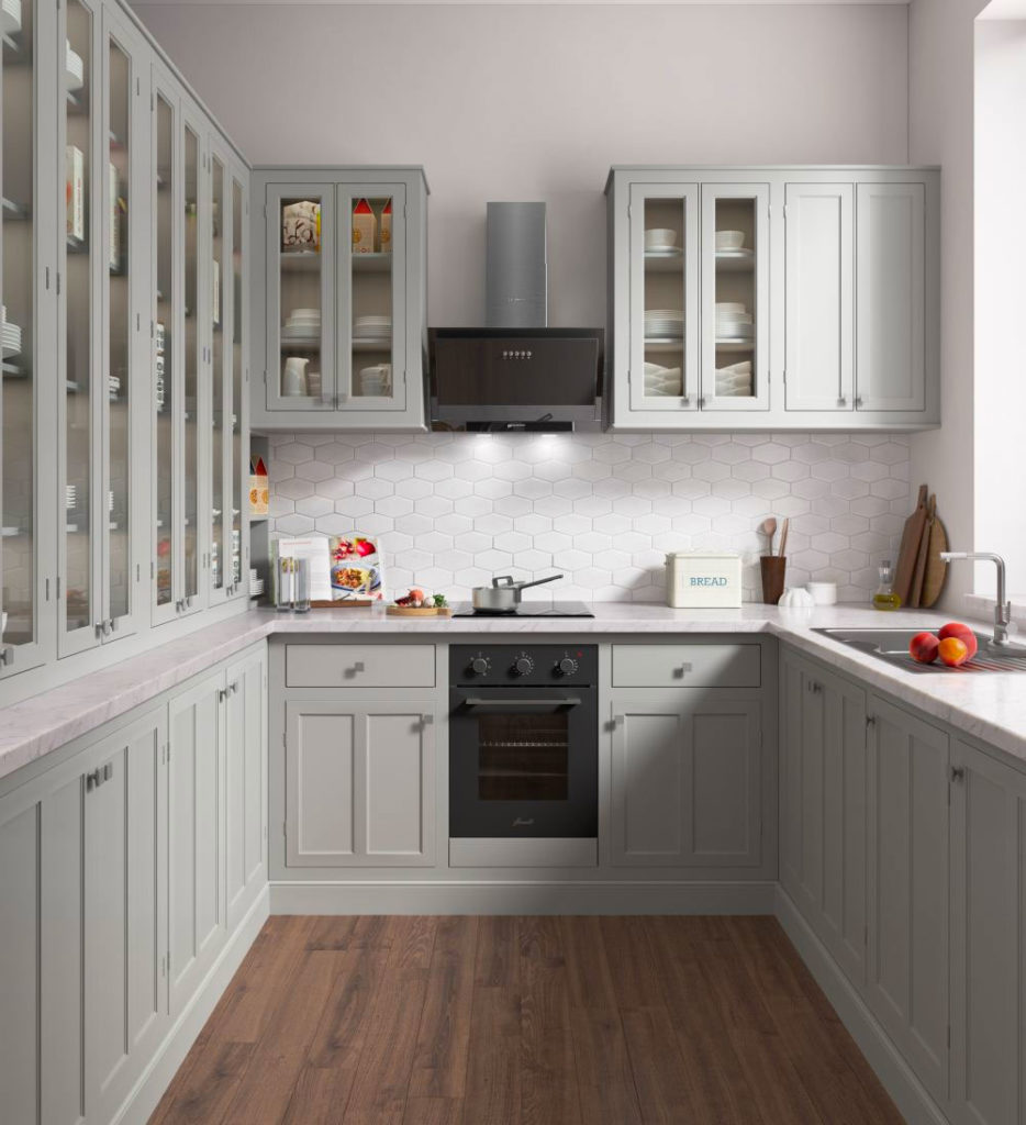 Белая кухня со скошенной вытяжкой
