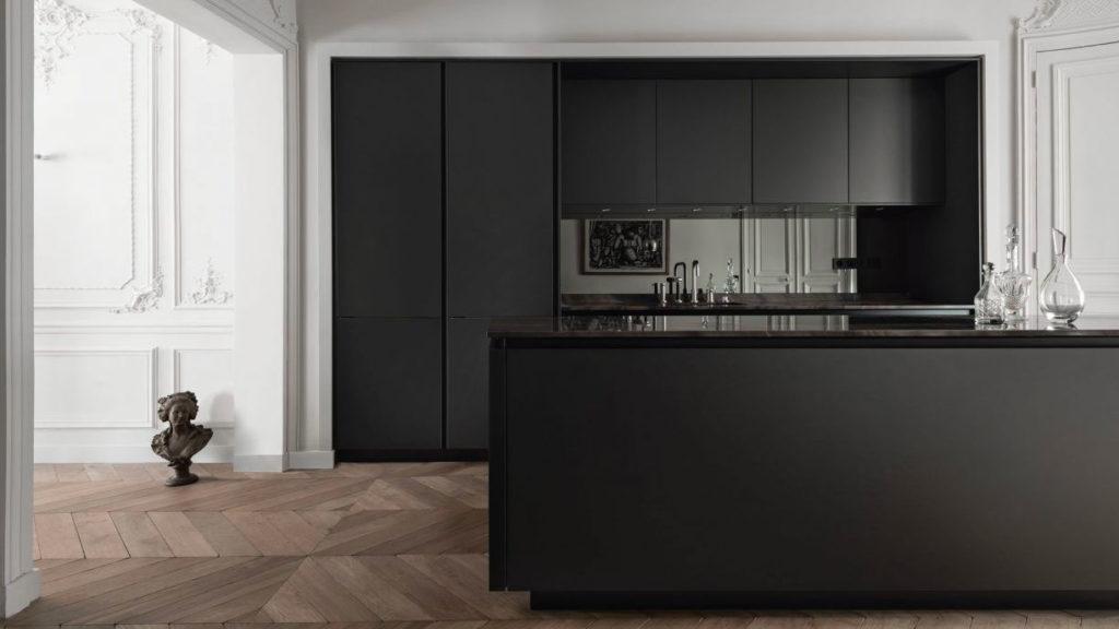 Черная кухня в стиле минимализм