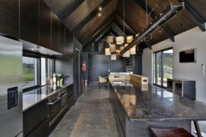 Черная кухня лофт в темных тонах