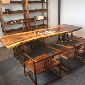 Деревянный стол из лиственницы