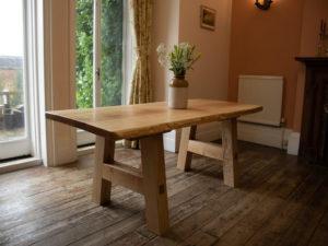 Деревянный стол из ясеня
