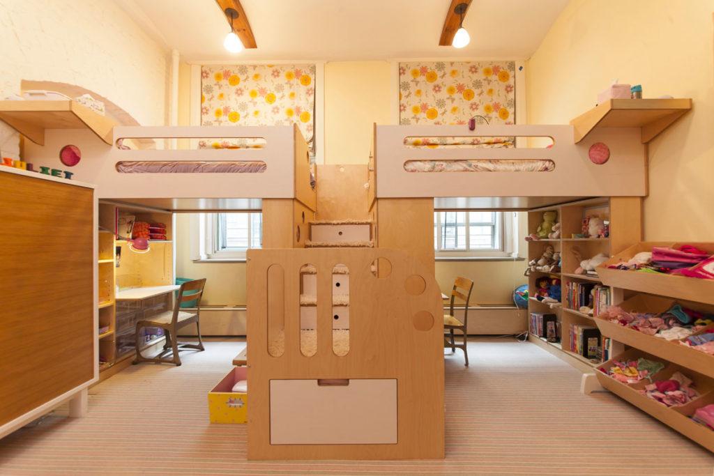 Детская комната на двоих кровать чердак