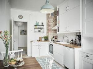 Дизайн кухни лофт в белом цвете
