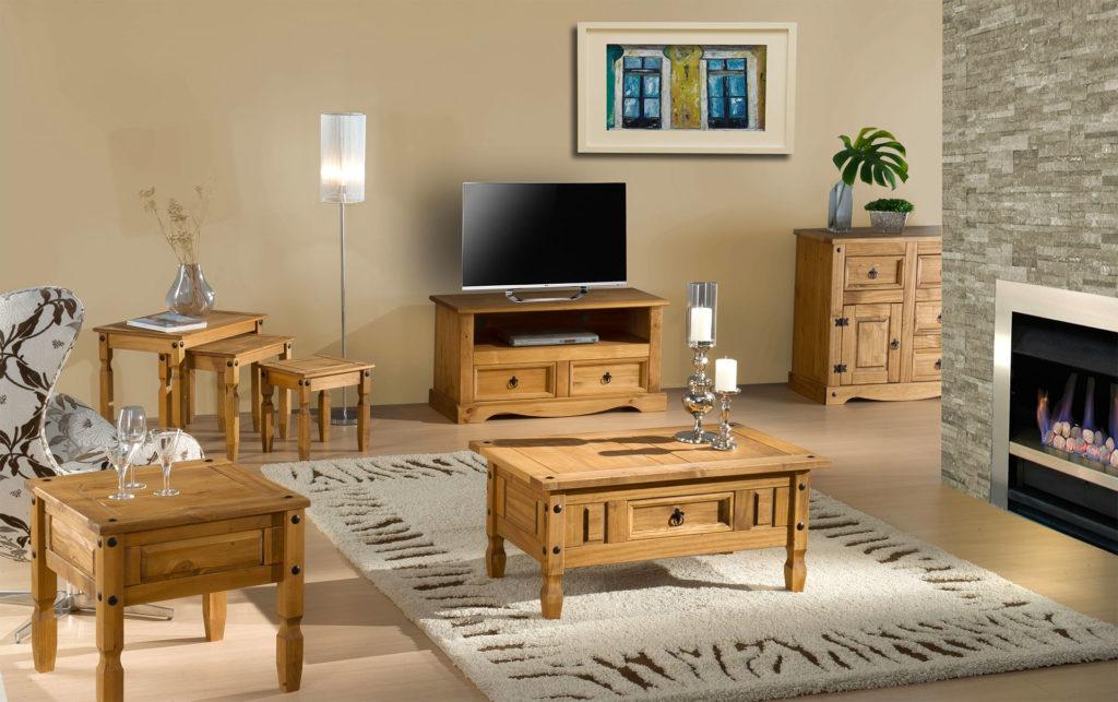 Гостиная с мебелью из сосны