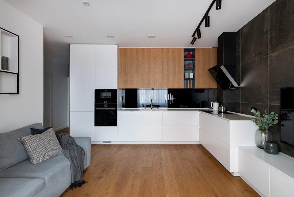 Интерьер кухни с наклонной вытяжкой
