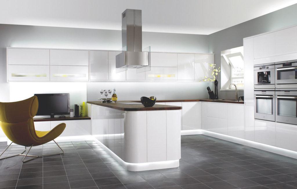 Интерьер кухни в стиле минимализм с островком