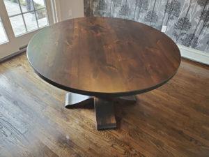 Круглый стол из ольхи