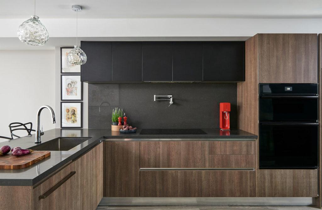 Кухня в стиле минимализм с фасадами без ручек