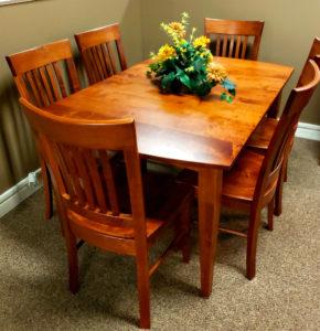 Набор стол и стулья из массива клена