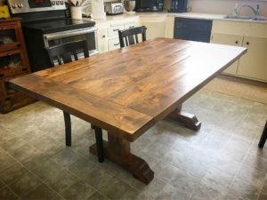Обеденный стол из массива ольхи
