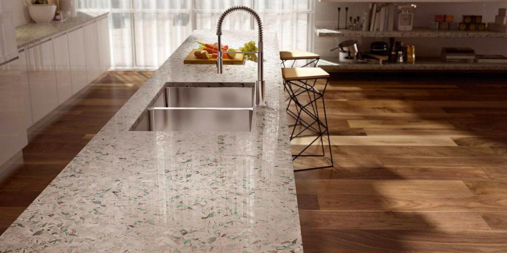 Пластиковая столешница под камень для кухни