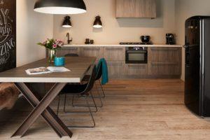 Современная кухня лофт из дерева
