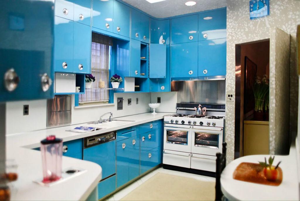 Интерьер светло-синей кухни