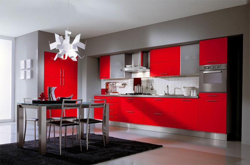 Красный и серый цвета в кухне