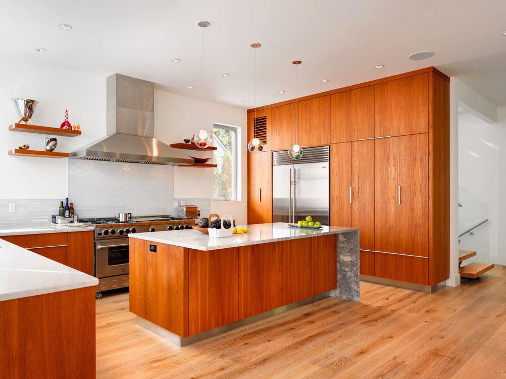 Кухня из тика в стиле модерн