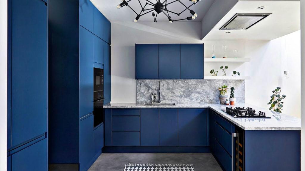 кухня в синем и белом цвете