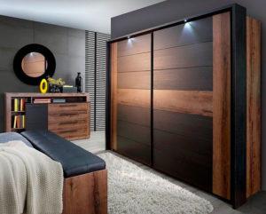 Шкаф из дерева для спальни