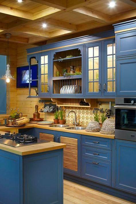 Сочетание синего и желтого на кухне