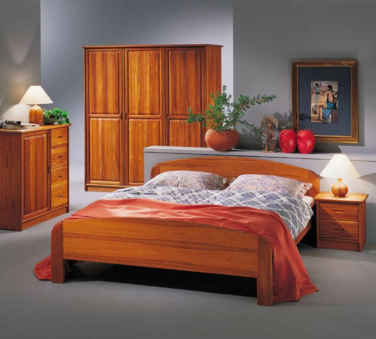 Спальня с мебелью из тика