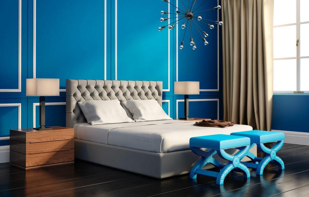 Спальня в синих и бежевых тонах