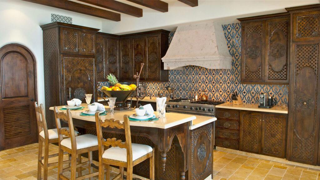 Резная мебель в кухню