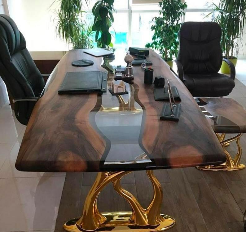 Рабочий стол с эпоксидной смолой