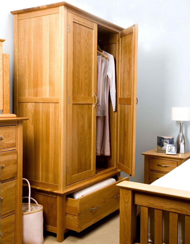 Шкаф из дуба для спальни